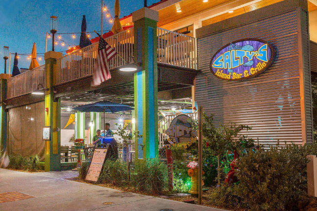 Salty's Island Bar and Grill